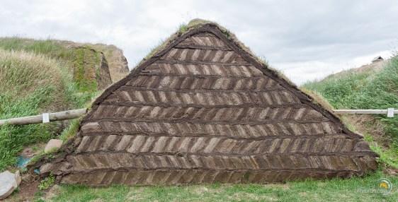 """Ici c'est une autre technique de construction en """"briques"""" de terre"""