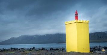 Le jaune de cette balise maritime contrate avec le ciel !