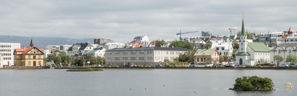 Les bords du petit lac de Reykjavikurtjorn au centre de la vieille ville