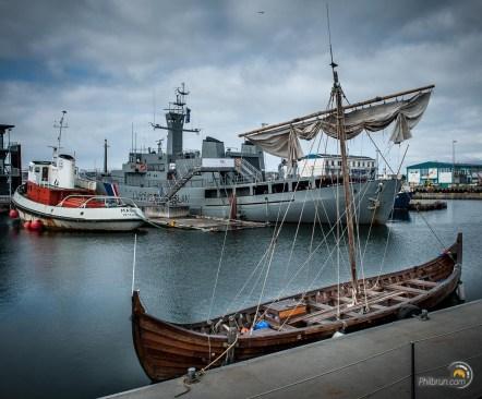 Un drakkar dans le port de Reykjavik