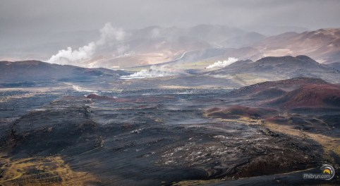 Bains chauds de Myvatn au centre et la zone volcanique à l'entour !