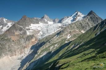 Un magnifique glacier que nous admirons en passant. Le Triolet.