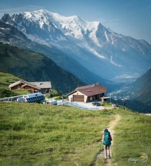 Descente vers le village du Tour. Au fond la vallée de Chamonix.