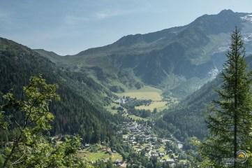 Au loin le col de Balme et en fond de vallée le village du Tour.