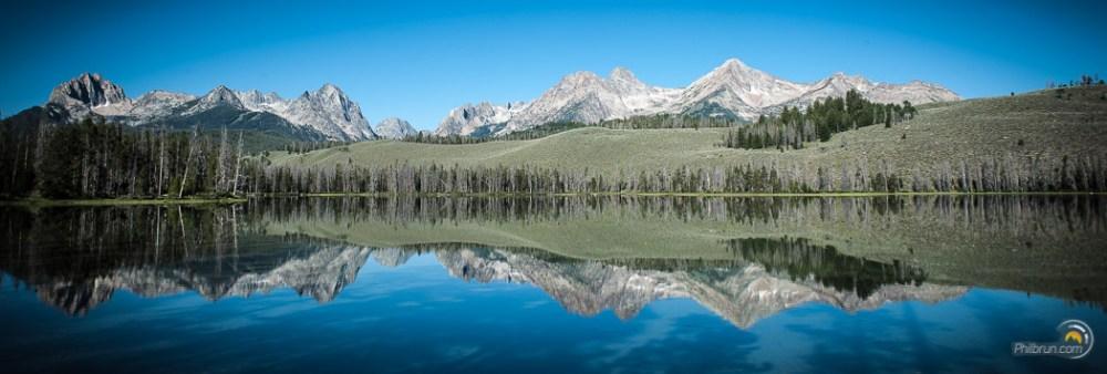 Lac et montagne de Yellowstone