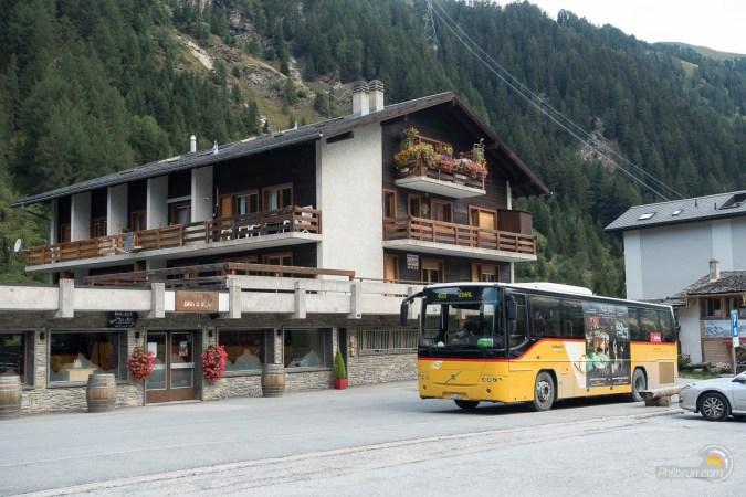 Bus postaux Suisse pour monter au lac de Moiry