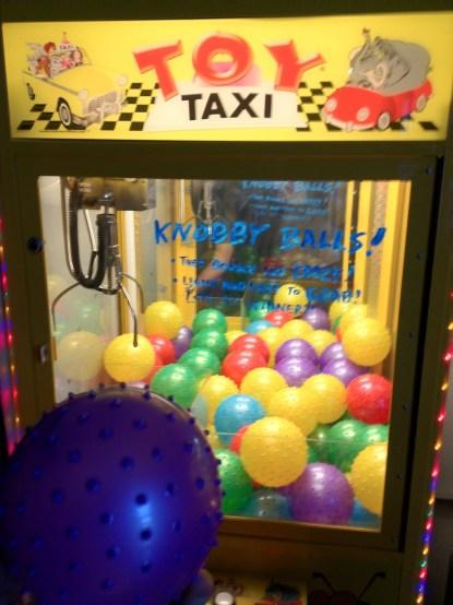 Knobby Balls Crane Machine