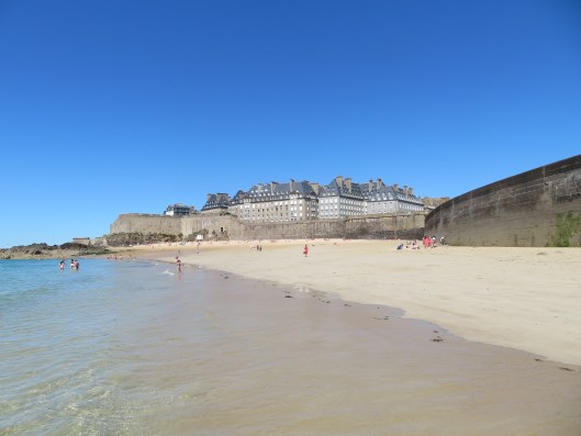 walk-in-the-water-at-plage-du-mole_43024673951_o