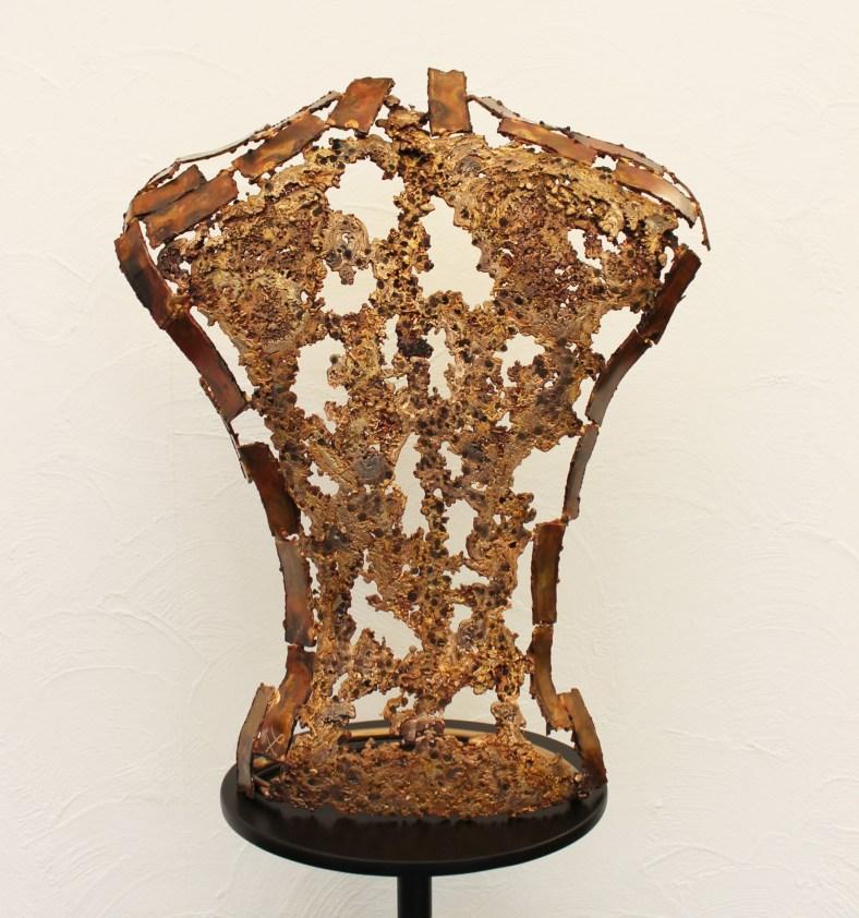Kouros – Vin de Paille sculpture dos homme en dentelles de bronze