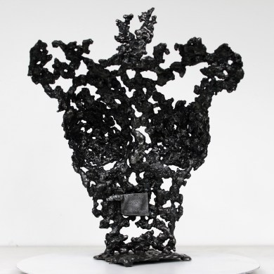 Sculpture représentant le corps d'une femme en métal : dentelle d'acier Pavarti Peach Pièce unique