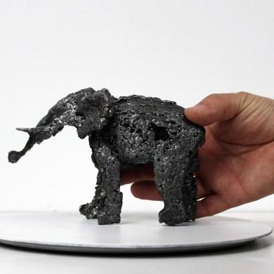 Sculpture de Philippe Buil en metal Dentelle d'acier représentant un elephant Piece unique Sculpture of Philippe Buil in metal steel lace representing an elephant Unique Piece