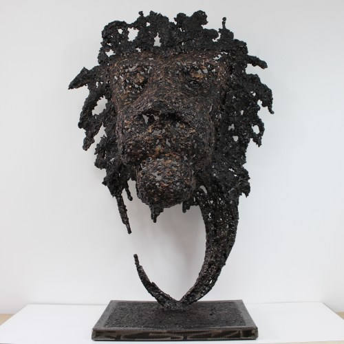 Tete de Lion - Sculpture animal art - tete de lion en acier bronze - Philippe Buil - Haut 96 cm Lion head - Animal art sculpture - bronze steel lion head - Philippe Buil - Height 96 cm Löwenkopf - Tierkunstskulptur - Löwenkopf aus Bronzestahl - Philippe Buil - Höhe 96 cm Cabeza de león - Escultura de arte animal - cabeza de león de acero de bronce - Philippe Buil - Altura 96 ​​cm Testa di leone - Scultura di arte animale - Testa di leone in acciaio bronzo - Philippe Buil - Altezza 96 cm