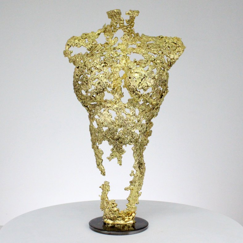 Pavarti so gold - Sculpture corps femme métal dentelle acier et or - Woman body sculpture in metal, lace, steel and gold sculpture philippe buil