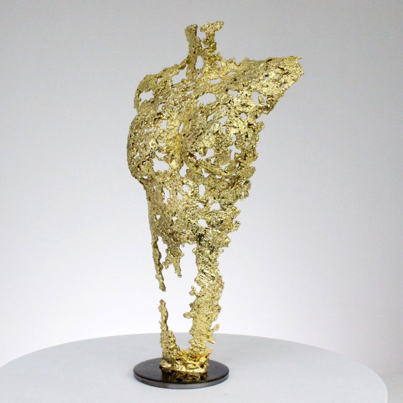 Pavarti so gold - Sculpture corps femme métal dentelle acier et or - Woman body sculpture in metal, lace, steel and gold sculpture philippe buil
