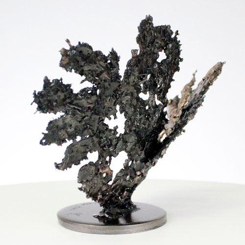 De coeurs sur coeur - Sculpture coeurs bronze sur coeur acier - hearts bronze and steel sculpture - Philippe Buil