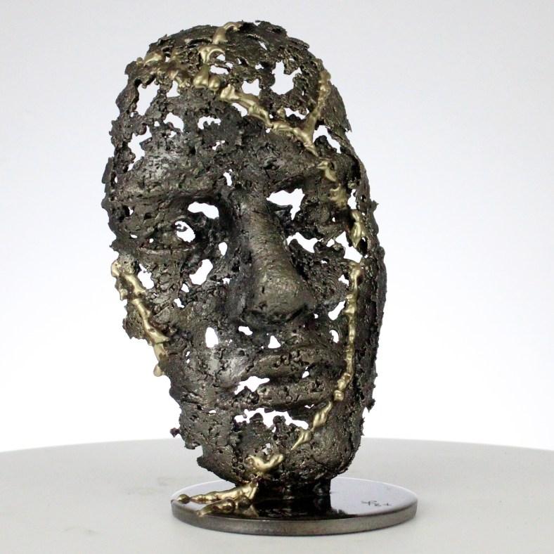 une larme V sculpture visage metal acier laiton a tear V face sculpture metal steel brass philippe BUIL