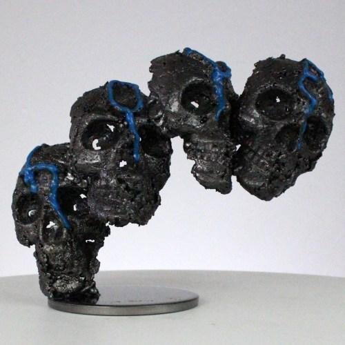Vanité 92-21- Sculpture crane métal pigment bleu LOVE - metal skull sculpture - Philippe Buil