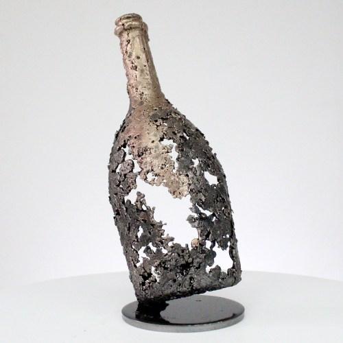 BOUTEILLE CHAMPAGNE RUINART- Sculpture bouteille en dentelle métal et bronze - BOTTLE CHAMPAGNE RUINART- Sculpture bottle in lace metal and bronze -