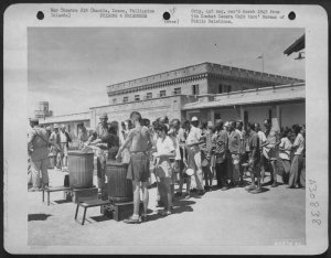 Former Los Baos internees-clean-meal-kits-at-New-Bilibid-Prison, 1945