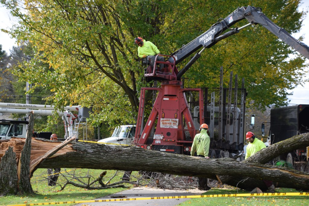 Hundreds of Thousands Lose Power in Sunday Storm, says National Grid