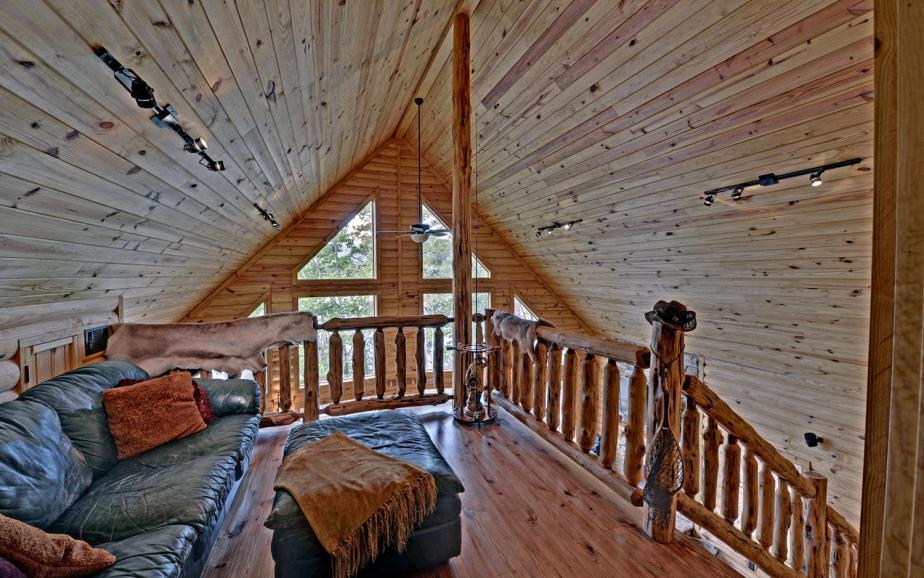 Disher Lake House-large-021-21-Upper Landing-1500x938-72dpi