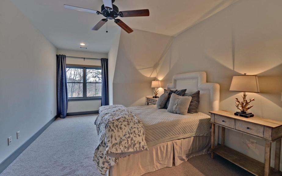 Lindy Lane Hartwell GA 30643-large-016-16-Upstairs Bedroom-1500x938-72dpi