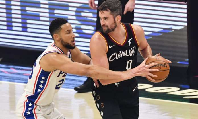 Ben Simmons playing tight defense on Kevin Love.
