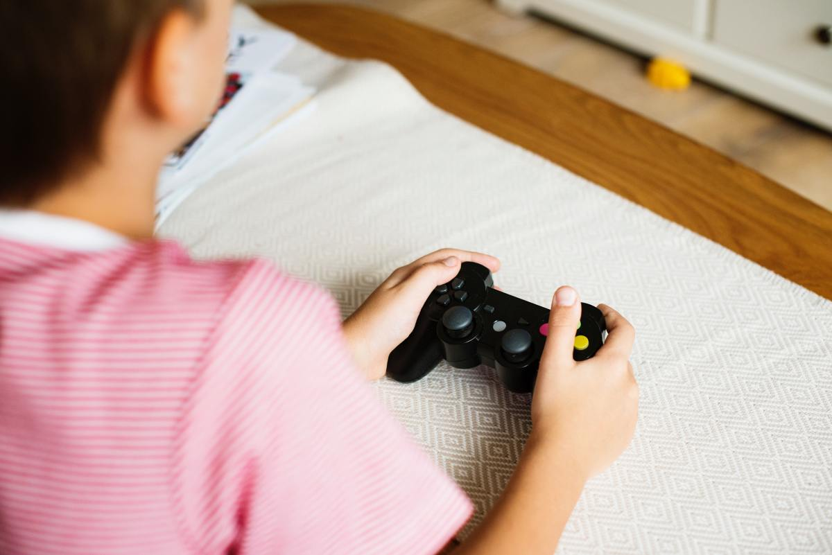 Think Your Tween is Addicted to Video Games? Watch for These Signs