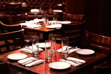 loubirdsrestaurantbarshotlight1600