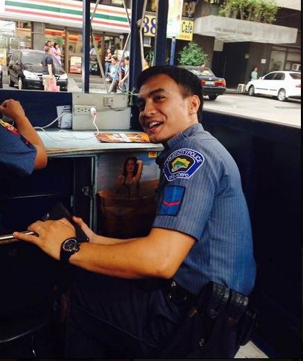 Philippine Viral News And Videos Home: Ron Baldomar: Cute Makati City Cop On Duty Photos Went