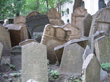 1280px-Old_Jewish_Cemetery,_Prague_021