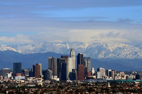 Los_Angeles_center_with_mountains_at_her_back