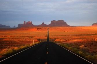 Monument_valley_sunrise