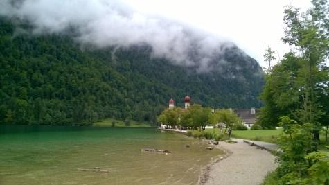 Lago Konigsee con la chiesetta di San Bartolomeo.