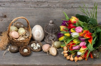 6683498-vintage-easter-decoration-with-eggs-and-tulip-flowers-nostalgic-still-life