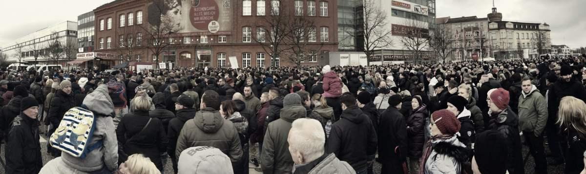 Cottbus steht auf: 2.500 Menschen protestieren nach Messerattacken durch Flüchtlinge