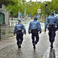 Regensburg: Afghanische Männer treten zwei Polizeibeamte krankenhausreif