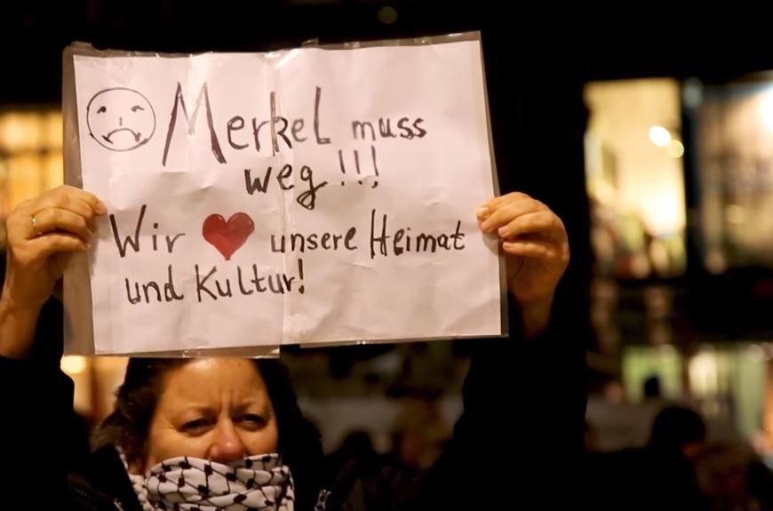 """""""Merkel muss weg""""-Demo in Hamburg: Polizei vorbildlich, Antifa wirft Pflastersteine auf S-Bahn"""