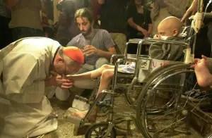 Bergoglio washing feet
