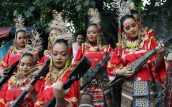 """Students donning Mindanao ethnic costume wow the crowd in one of the highlight performances in the street dancing competition during the """"Caracol Festival 2017"""" in Makati City on Sunday (Feb. 26, 2017). (PNA photo by Oliver Marquez)"""
