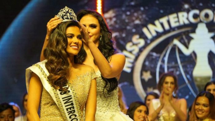 Outgoing Miss Intercontinental Veronica Salas Vallejo crowns Karen Gallman as the new Miss Intercontinental | Photo credit: Miss Intercontinental Facebook Page
