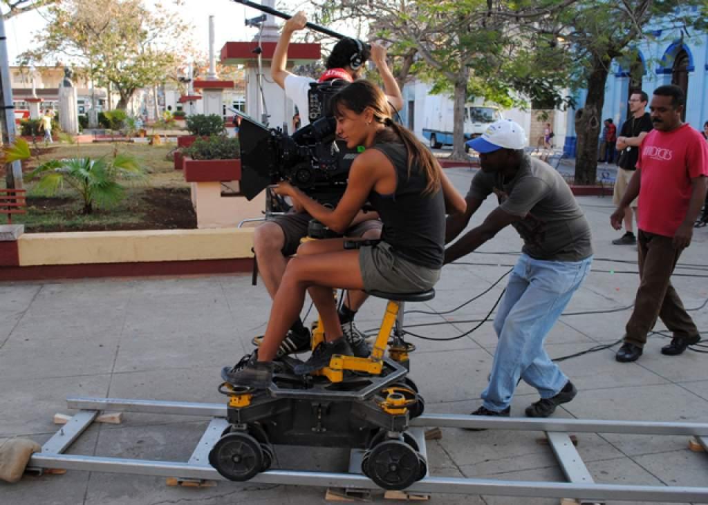 Students filming at the International School of Film and Television of San Antonio de los Baños.