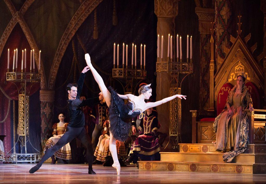 Pennsylvania Ballet Principal Dancers Dayesi Torriente and Arian Molina Soca in Swan Lake. Photo Credit: Alexander Iziliaev