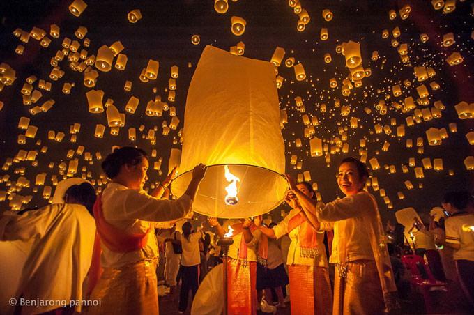 Yi Peng Festival by benjarong pannoi