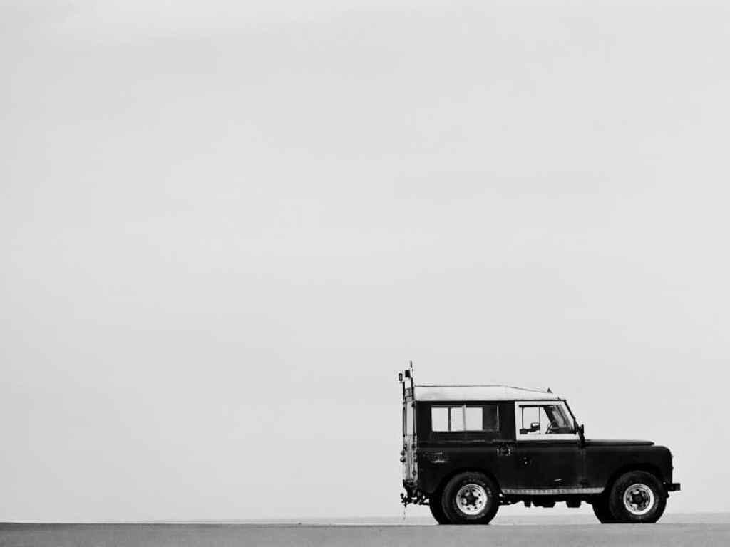phlogger shoots a land rover