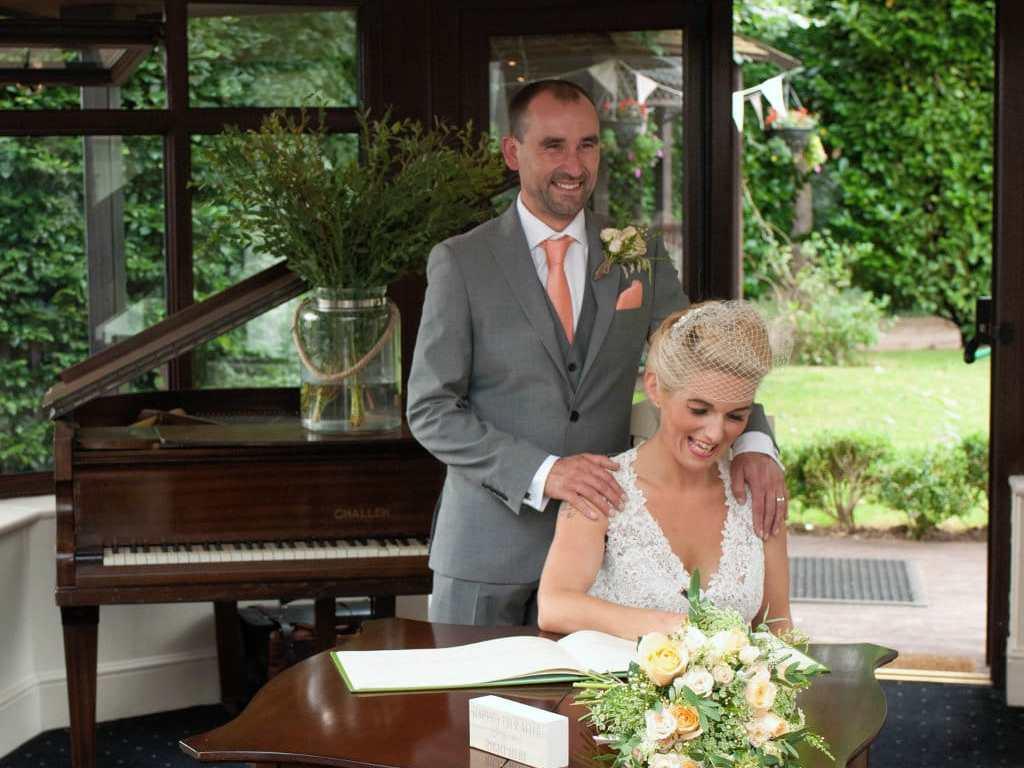 The wedding couple posing (Nikon D200)