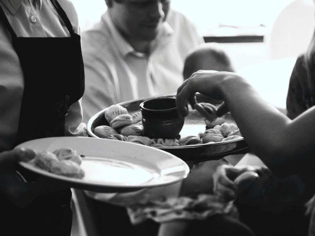 http://phlogger.co.uk/wp-content/uploads/2017/09/wedding_food_nikon.jpg