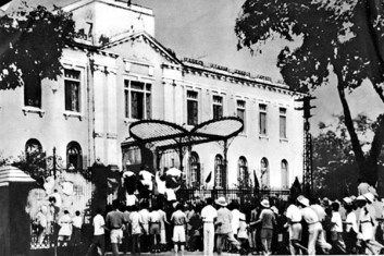 Opstand in Hanoi 19 augustus 1945 (foto: public domain)