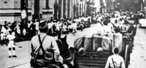 Japanse troepen dringen Saigon binnen (foto: Japanese army)