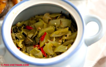 Pickled mustard cabbage (photo: Kim Le Cao © Pho Vietnam)